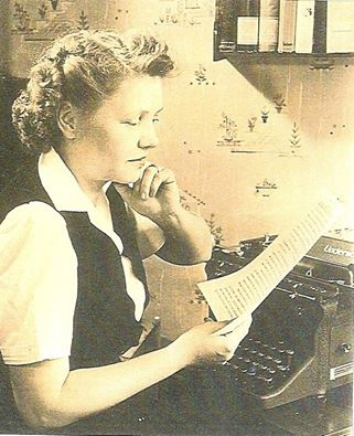Margaret-at-her-typewriter-courtesy-of-Lindsay-Sutton-Stroh.jpg